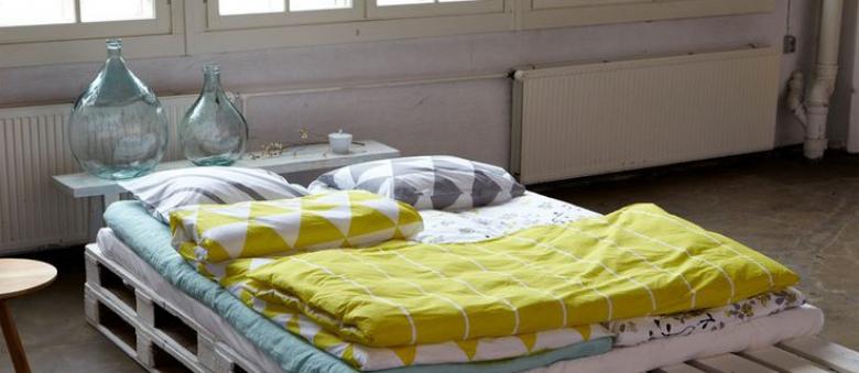 Dopřejte si netradiční spánek na posteli z palet
